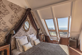 Bourgeoise-chambre-hotes-vue-mer-1300x86