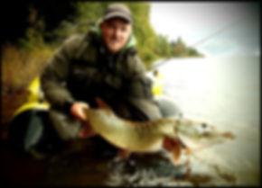 Jonathan PARIS guide de pêche silure Rhône et carnassiers aux leurres