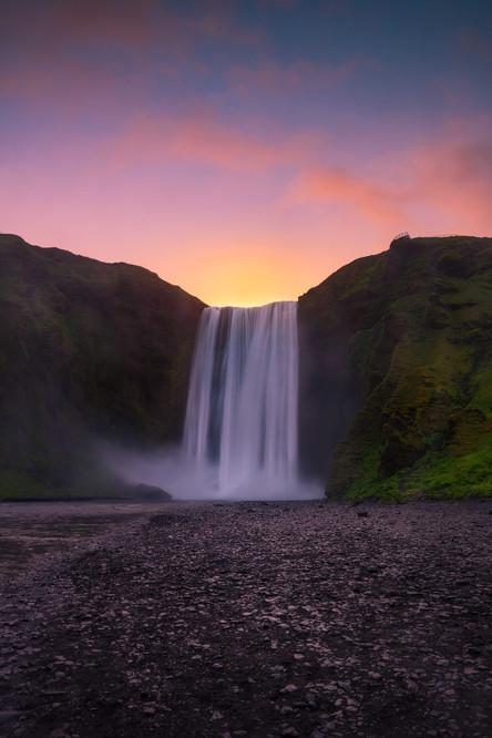Morgenrot über dem Skógafoss Wasserfall