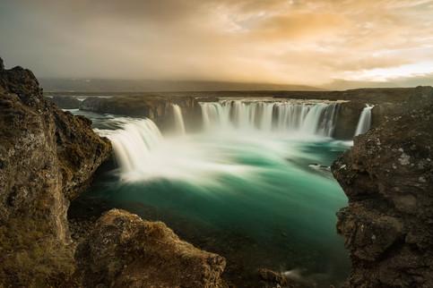 Godafoss Wasserfall im Abendlicht