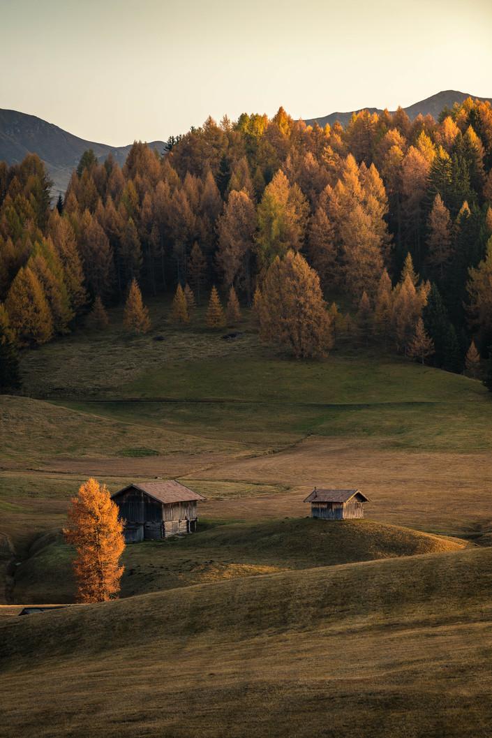 Sonnenuntergang in den Herbstfarben der Dolomiten