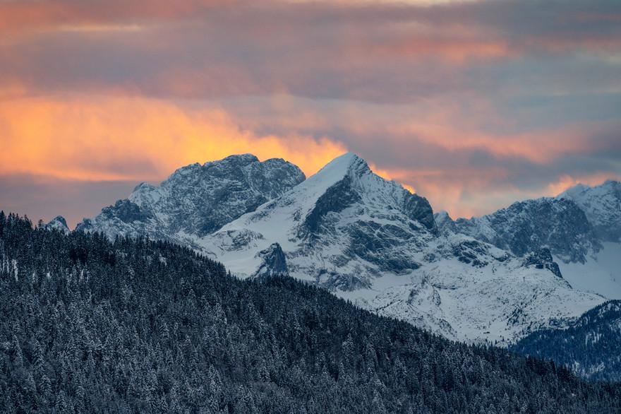 Sonnenuntergangs Farben über dem Wetterstein