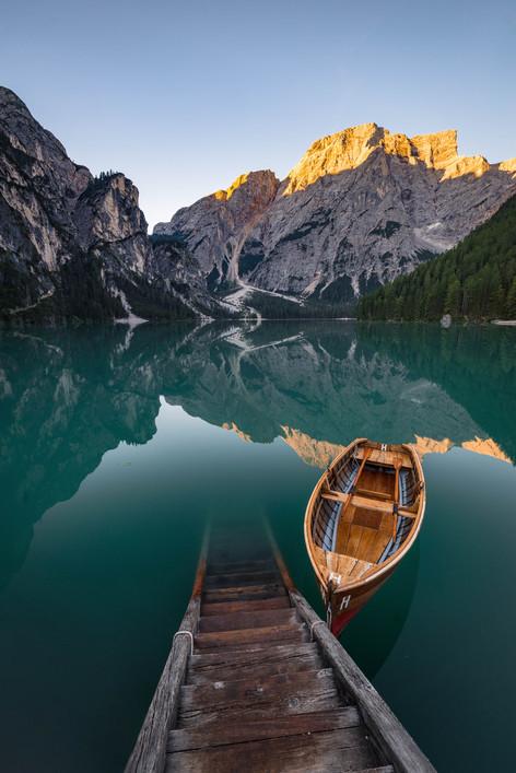 Der Pragser Wildsee mit Alpenglühen