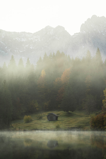 Der Geroldsee im Nebel eingehüllt