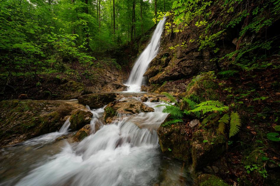 Ein versteckter Wasserfall in den bayerischen Alpen