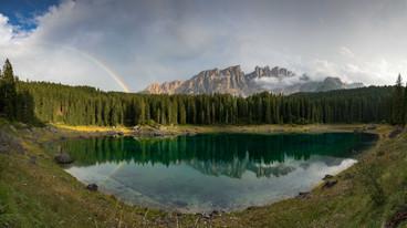 Regenbogen am Karersee