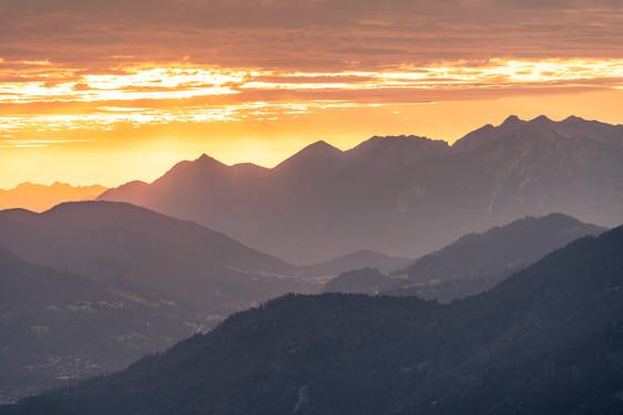 Morgenblick über die Alpenregion