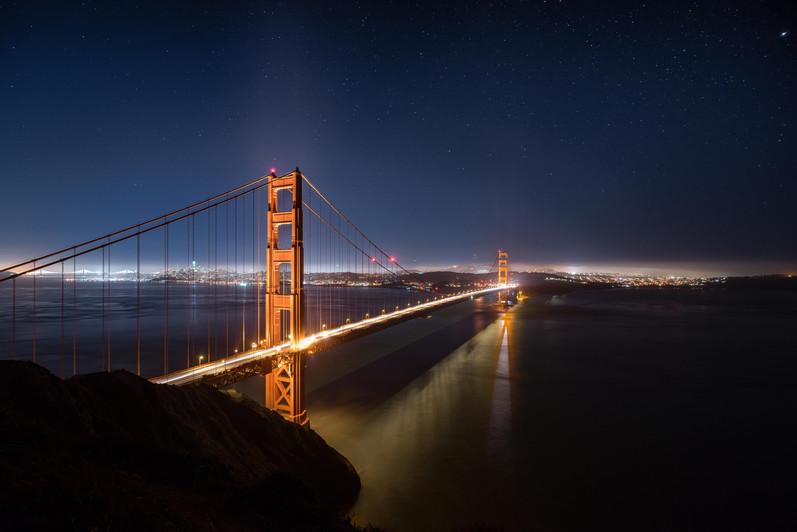 Die Golden Gate Bridge unterm Sternenhim