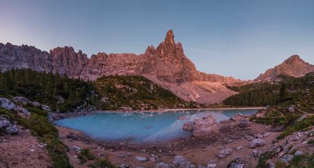 Lago di Srapis im Morgenlicht