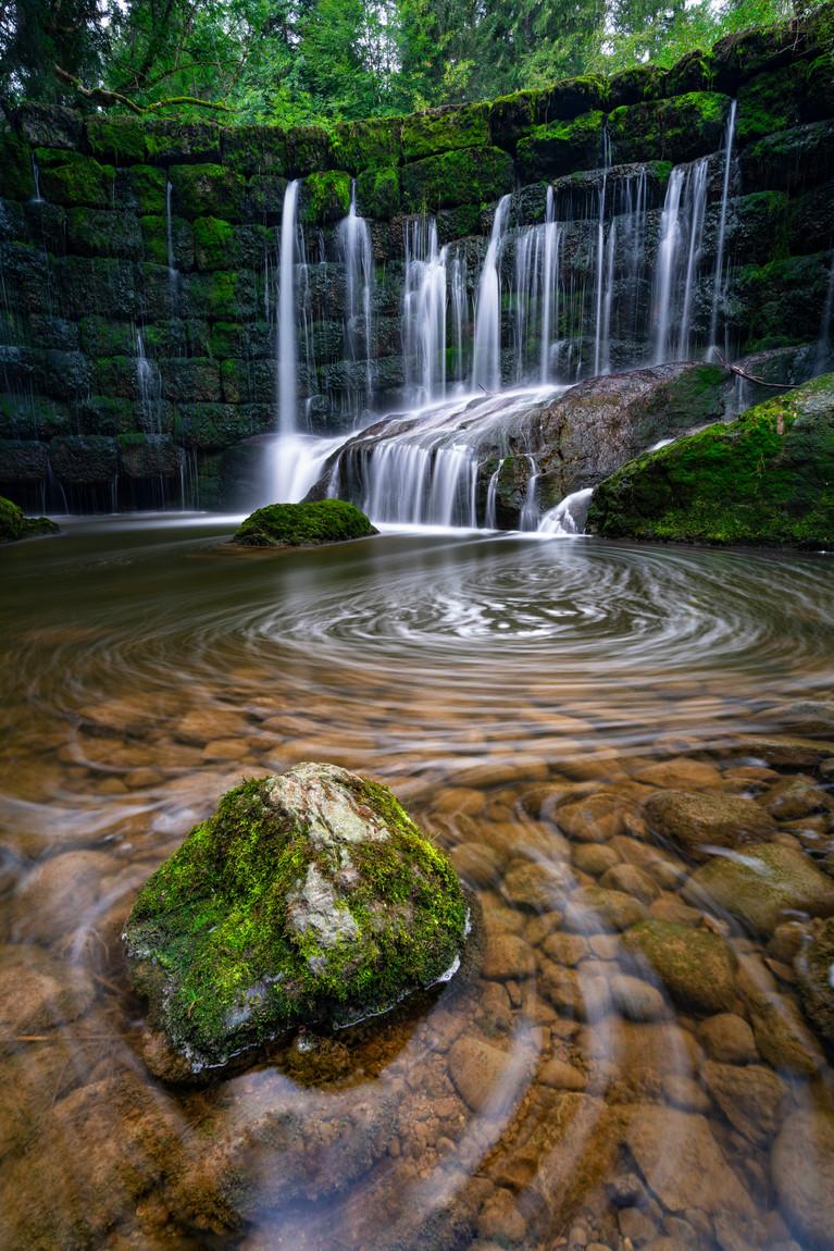 Ein kleiner versteckter Wasserfall im Allgäu
