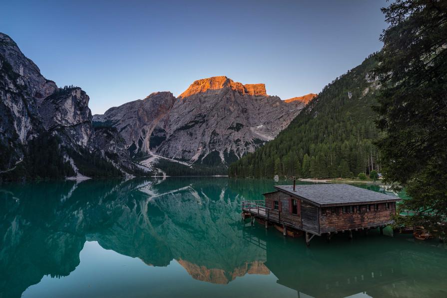 Alpenglühen am Pragser Wildsee