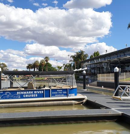 Cruise boat renmark riverfront 2.jpg