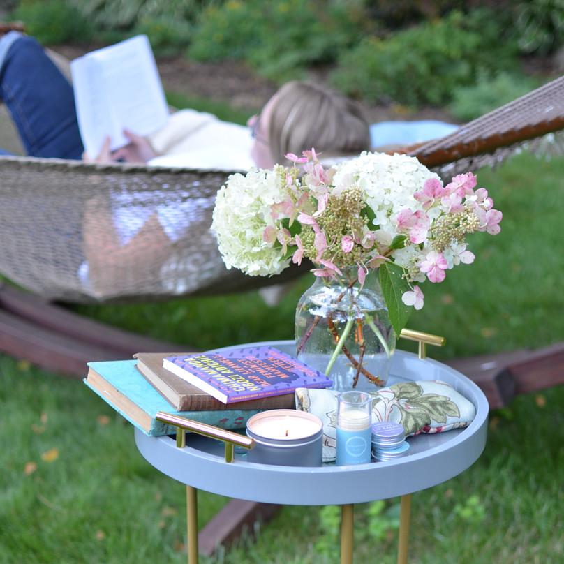 Sara, Square, Reading, Products in Focus