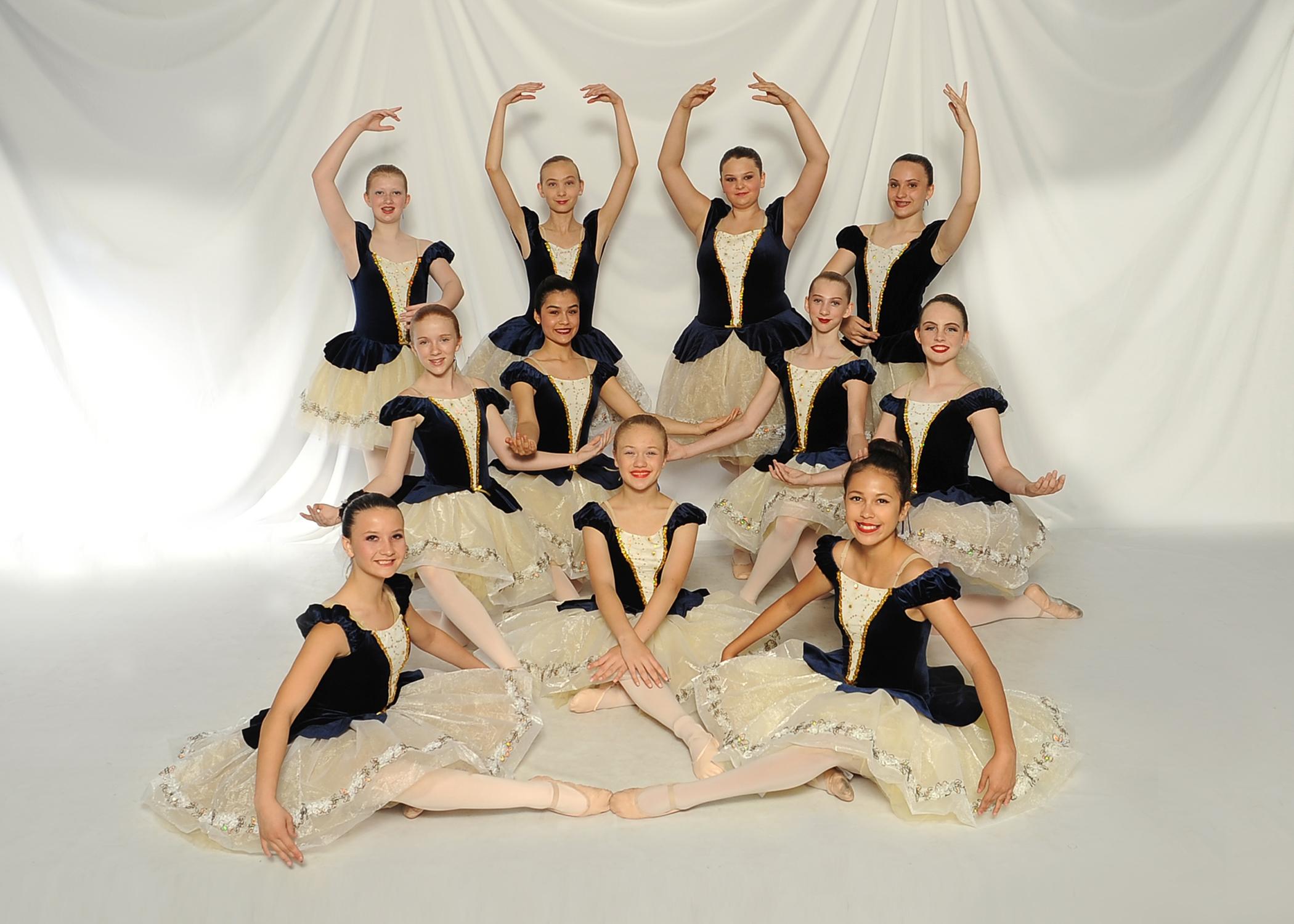 19 G5 Ballet villagers_4749