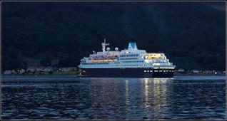 Saga Saphire leaving the Holy Loch