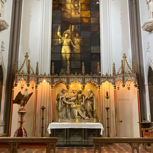 The east window, painted by Mr Backley 1821, shows Raphael's 'The Transfiguration'.