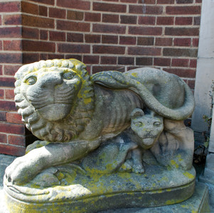 Stone crouching lions with cubs, representing the protective power of the police