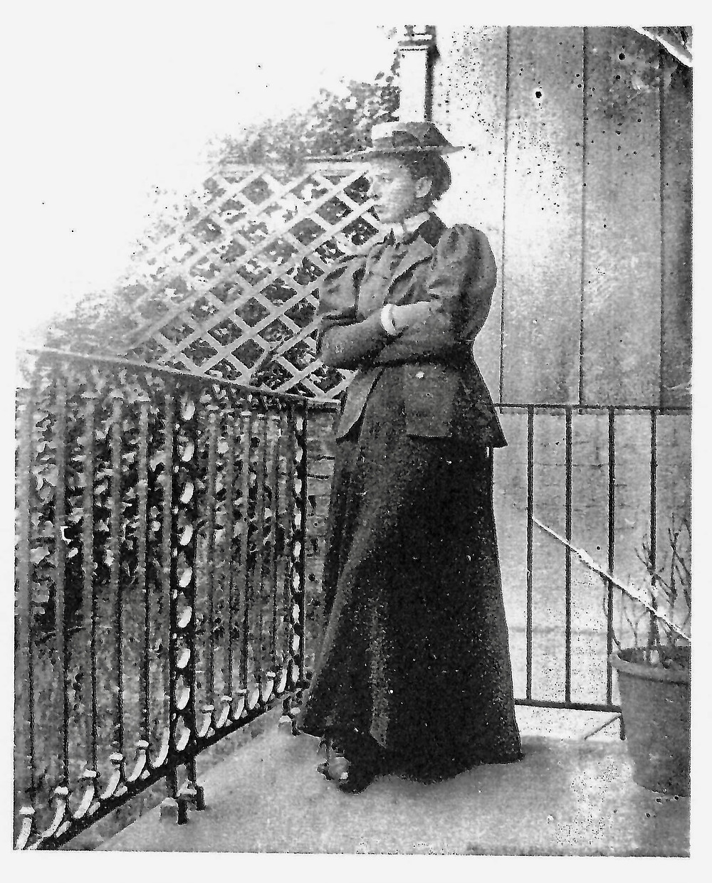 Vera Conway-Gordon at Longley House © Medway Archives Centre]