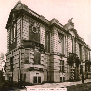 Photo of library prior to construction of Town Hall