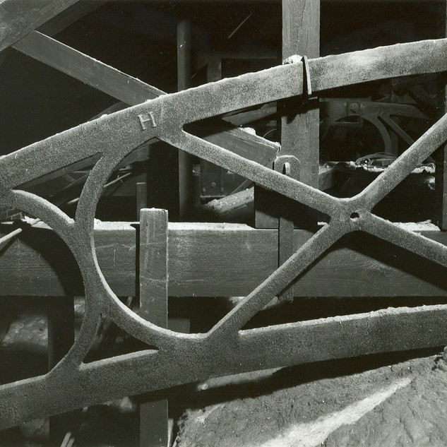 Lower case iron truss