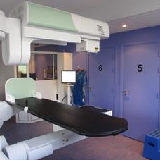 Salle de radiologie 1 – table numérisée à capteur plan