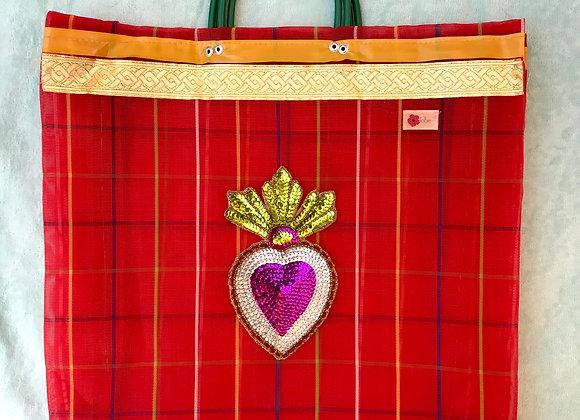 Bag en color rojo con corazón de lentejuelas malva