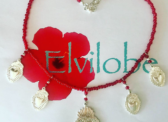 Collar rojo de milagritos