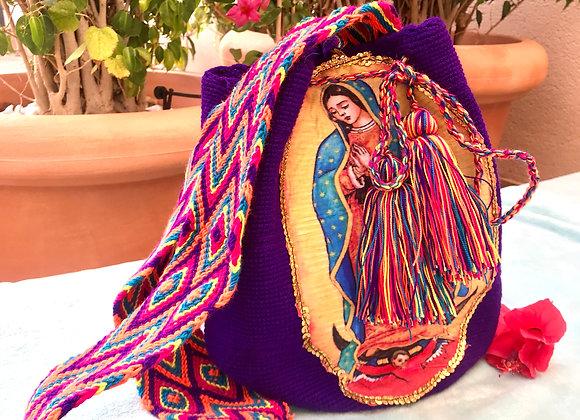 Bolso wayuu morado con Virgen de Guadalupe