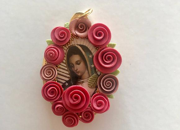Medalla Virgen de Guadalupe flores
