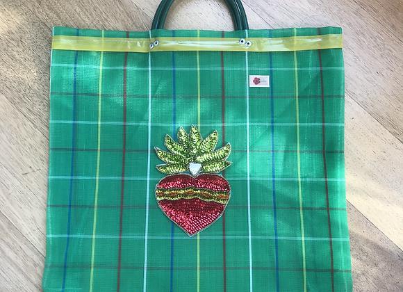 Bag verde con corazón de lentejuelas rojo
