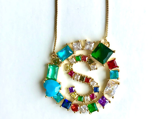 Iniciales redonda de cristales de colores, letra S