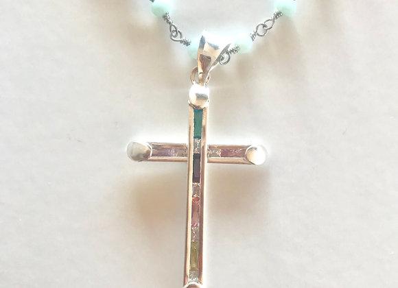 Cruz plata y cristales de colores, cadena rosario azul