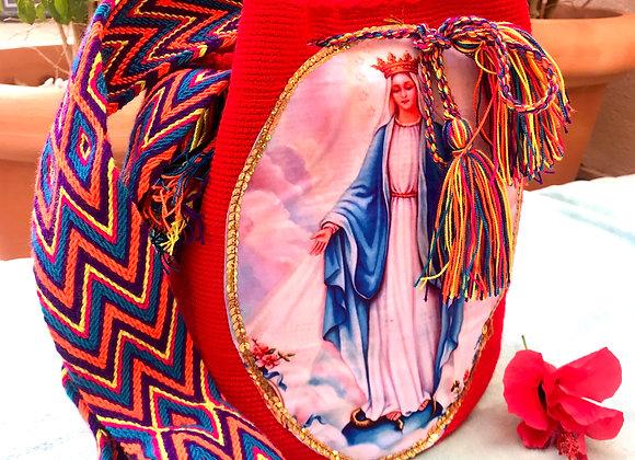 Bolso wayuu en rojo con Virgen  Milagrosa