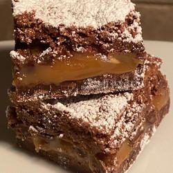 CARAMEL CHOCOLATE CHIP BROWNIES
