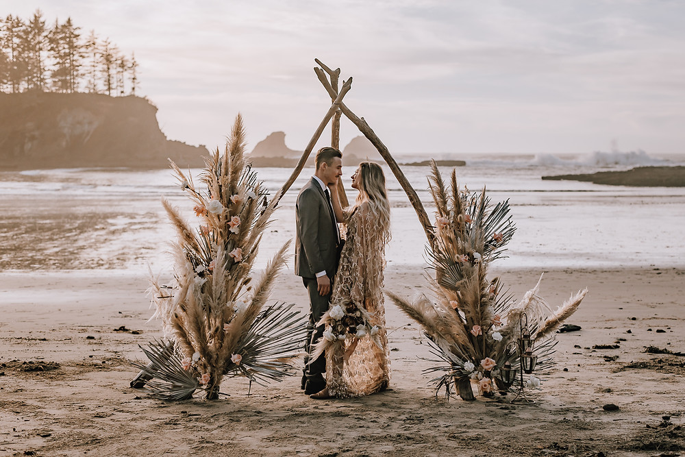 Oregon Beach Elopement Sunset Bay State Park Oregon Cape Arago Oregon Elopement Photographer Heather Koell Photography The Tipsy Willow Mobile Bar Desert Bloom Floral Designs Wedding