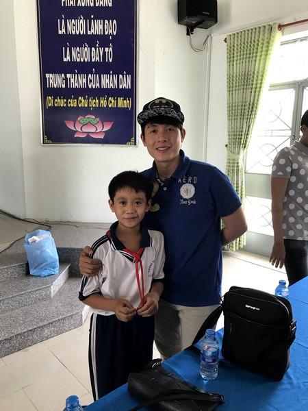 un de nos filleuls avec le comédien Nguyen Hiep Hoa
