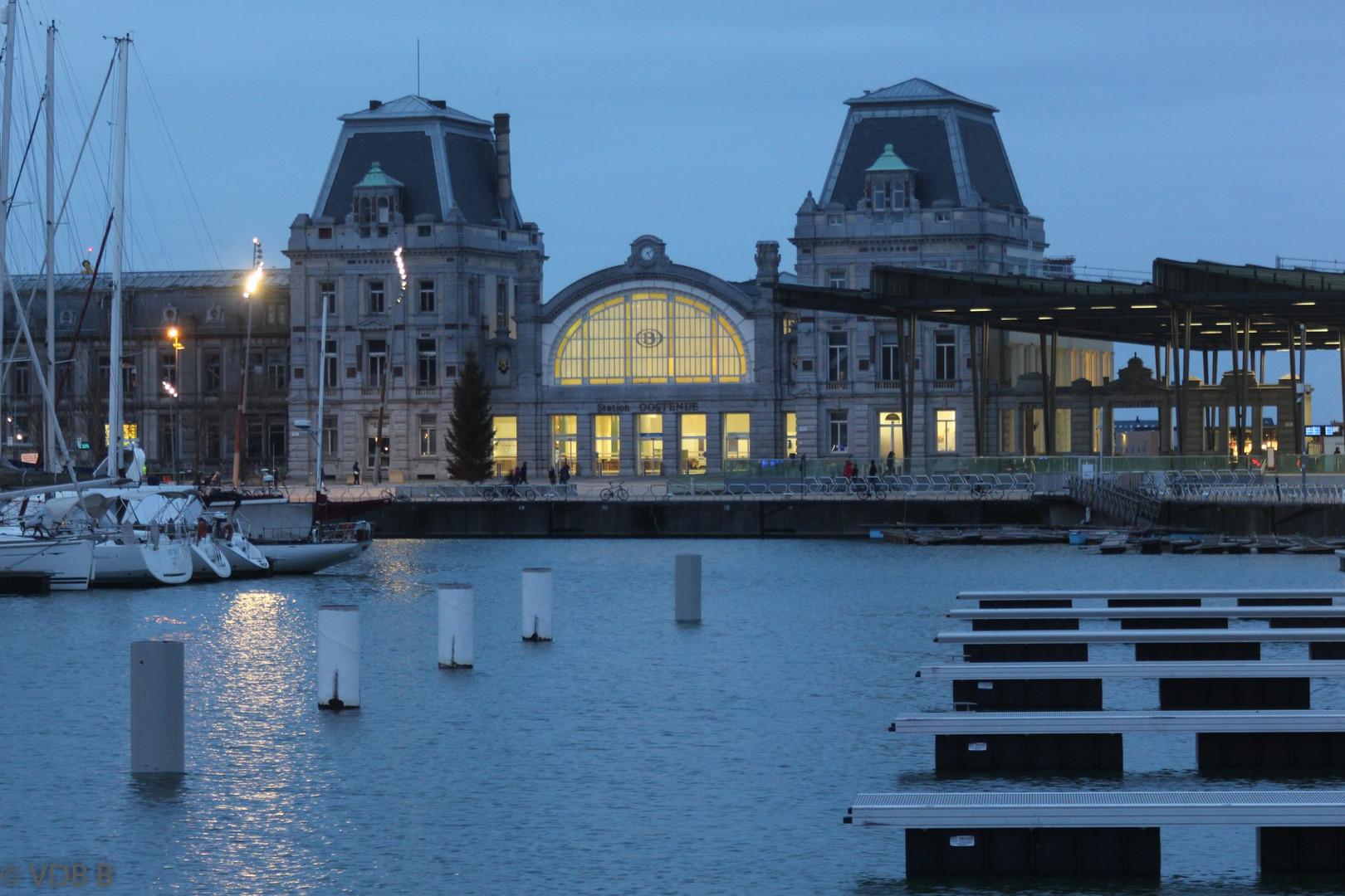 Station Oostende avond.jpg