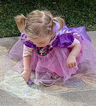 Tiny Princess Chalk Artist on Festival D