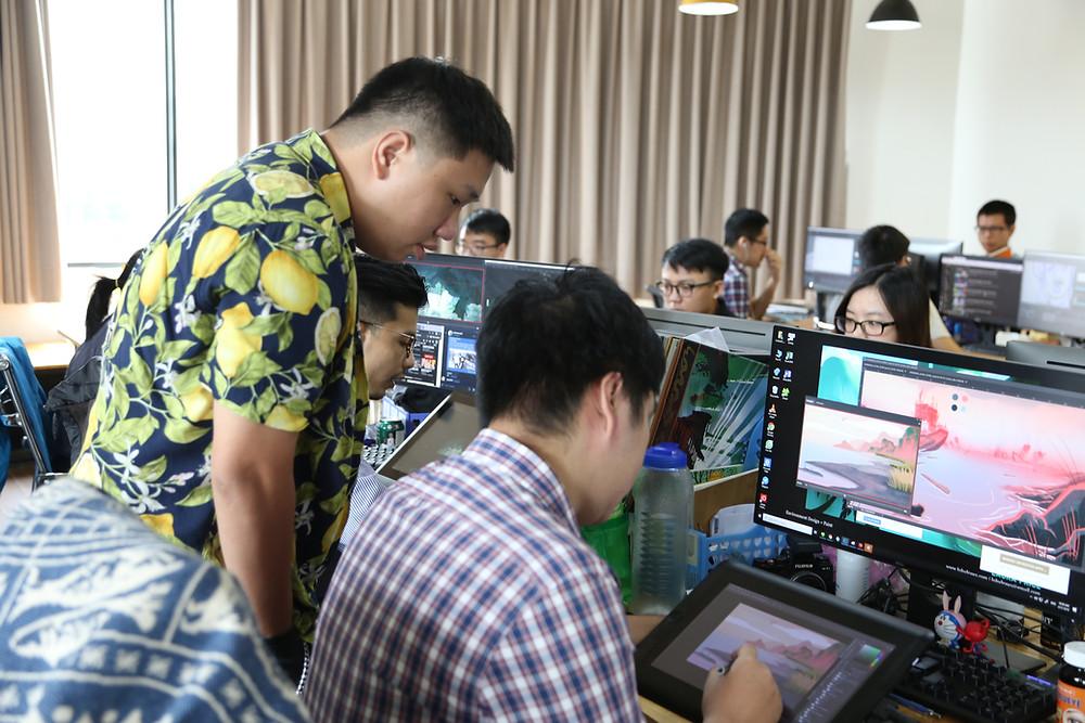 các thành viên background tại DeeDee Animation Studio đang làm việc