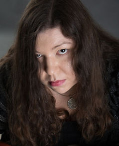 Yulia Applewood Psychic Medium Salem Witch