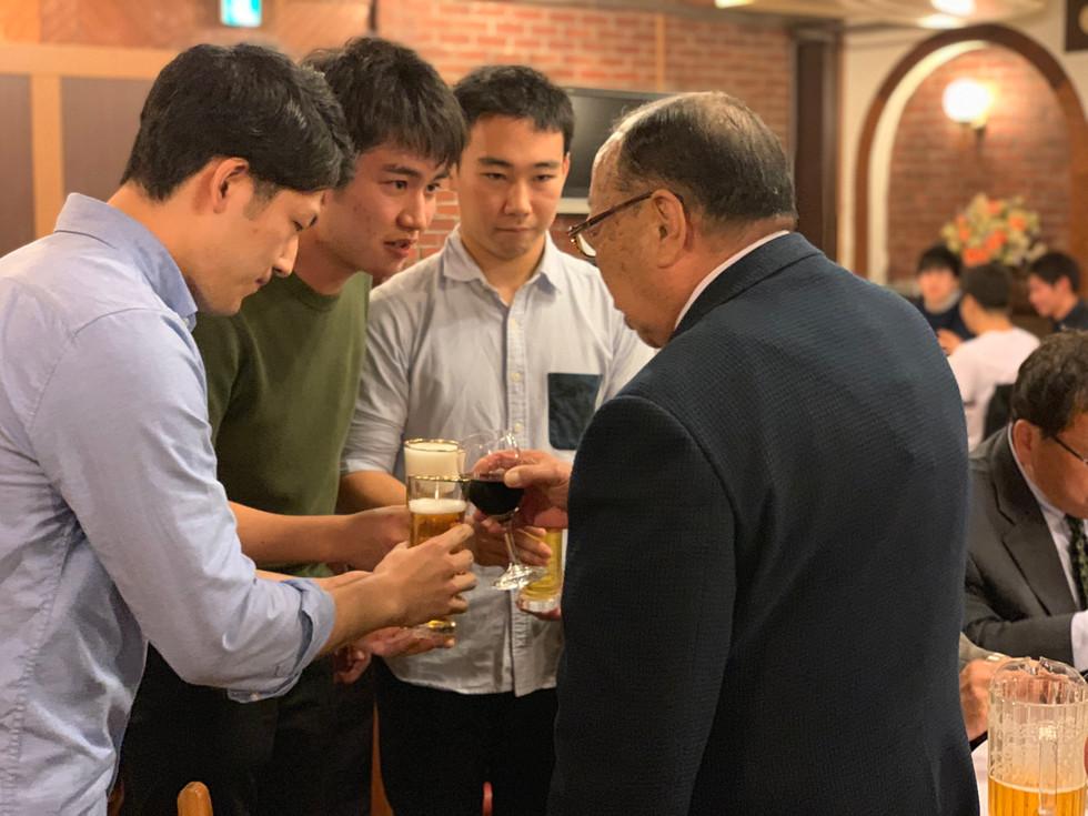 10月懇親会 旧幹部と師範の乾杯