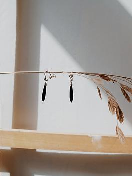30s-black-drop-earrings-a.png