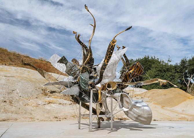 2_Fizzy_s Nebuli_new sculpture by Nancy Rubins.png