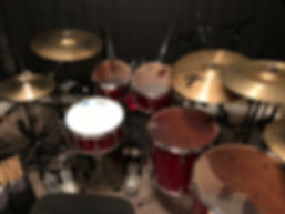 Yamaha Absolute Hybrid Maple, Zildjian Cymbals, Evans Drumheads, Vic Firth Drumsticks