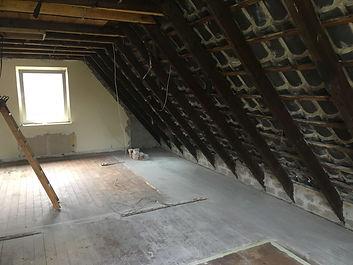 Ausgeräumter Dachstuhl