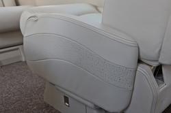 Retractible armrests