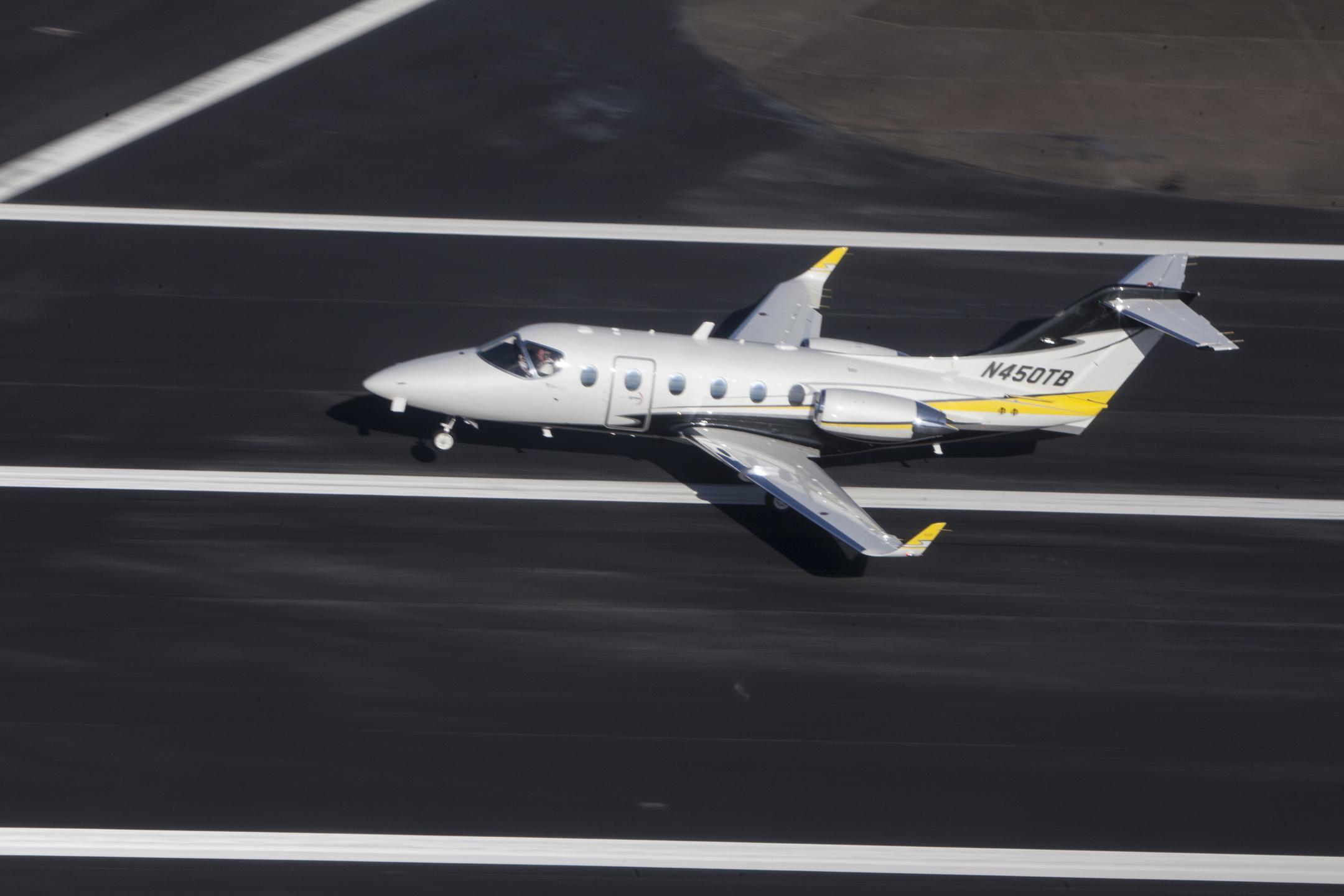 Beechjet landing