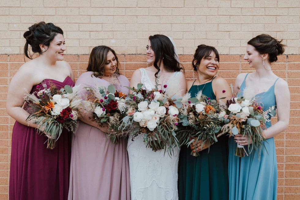 Photo by Catherine Nicole Photography  Florals by H & Co.
