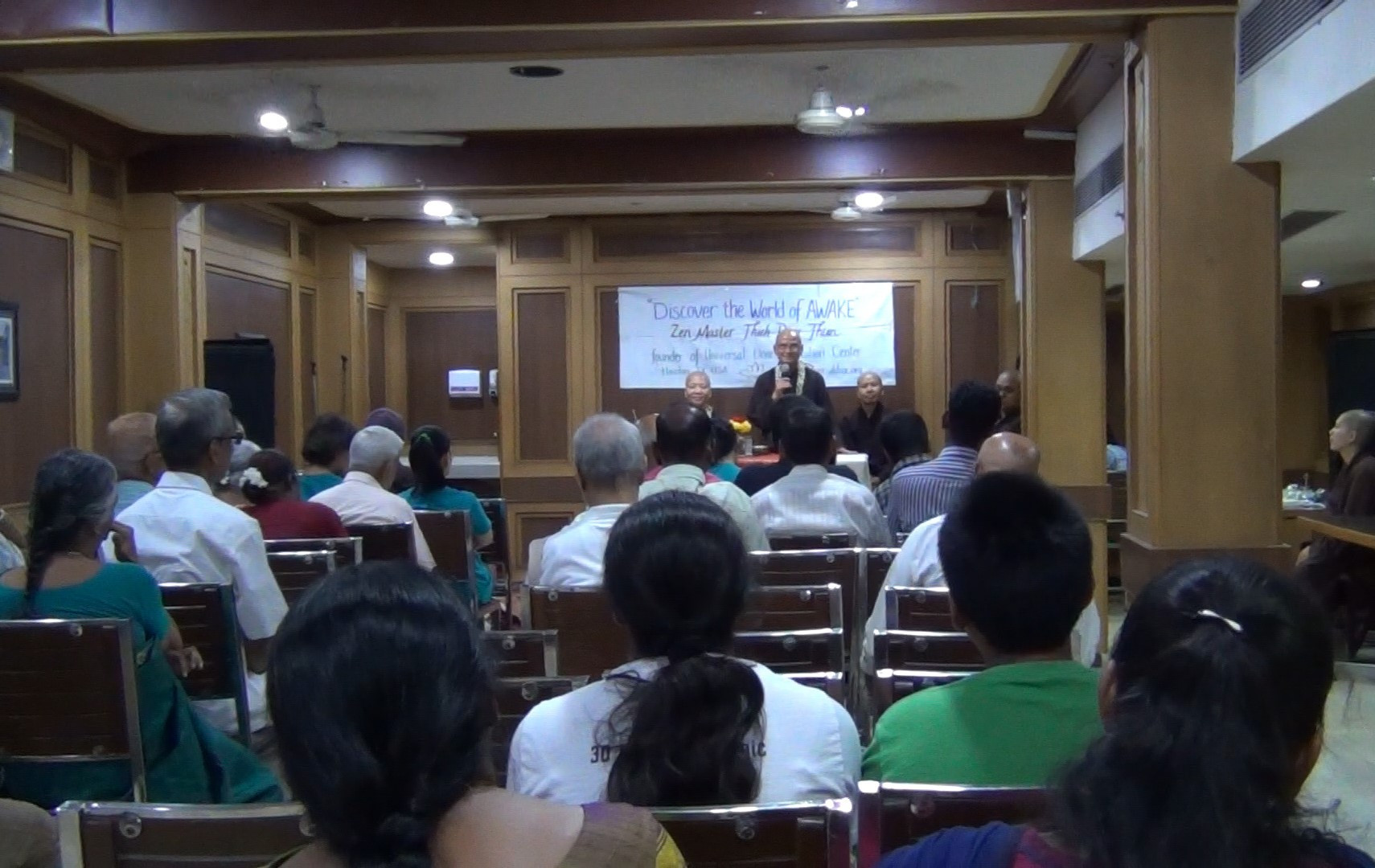 Thầy_at_Chennai_Dharma_talk_6.jpg