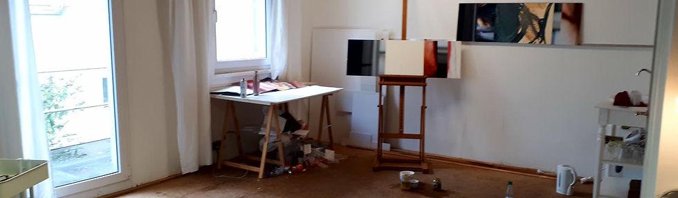 kreative-atmosphäre-beim-malen-im-atelier-a-ravensburg